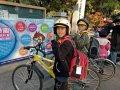 自行車隊學生帶安全帽